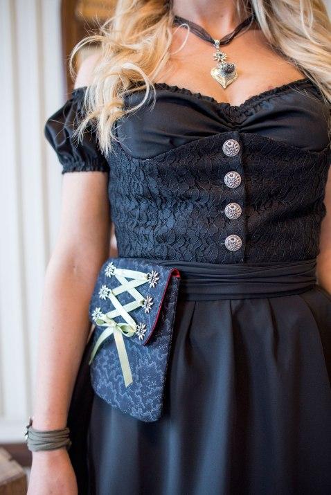 rare-Dirndl-apron-purse